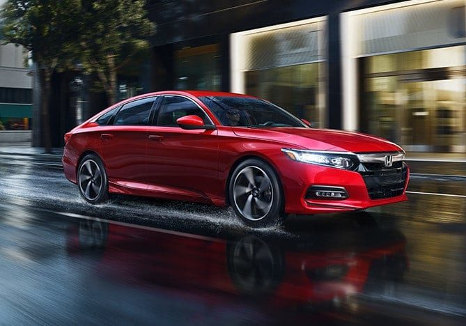 2018-accord-gallery-thumbnail-ext-red-driving-rain-1400-1x