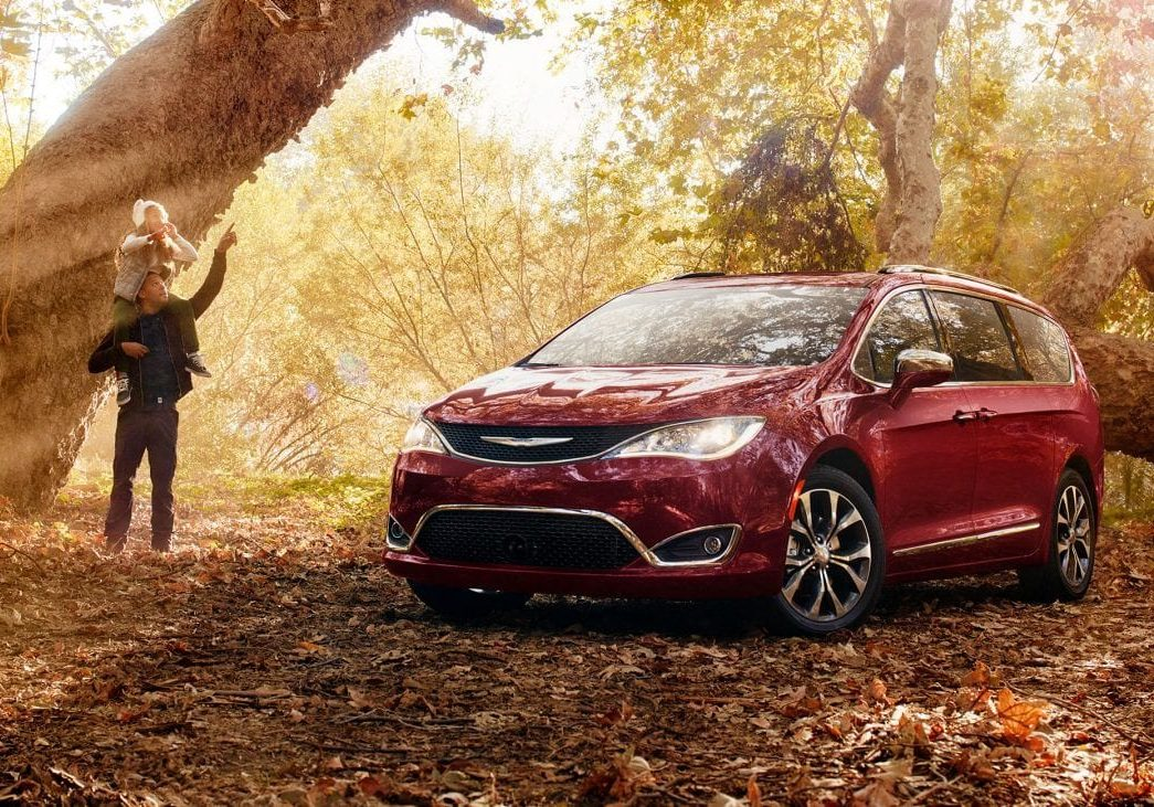 2018-chrysler-pacifica-gallery-exterior-3.jpg.image.1440